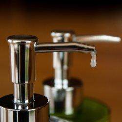 Częste mycie rąk lub ich dezynfekcja mogą uchronić nas przed koronawirusem (fot. pixabay)