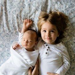 Czy można karmić dwoje dzieci, jak karmić w ciąży? Na pytanie odpowiada położna (fot. pixabay)