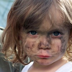 Niektóre dzieci nie przywiązują wagi do czystości, inne mogą nawet reagować płaczem na lekkie zabrudzenie (fot. sxc.hu)
