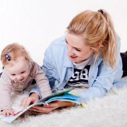 Nie wiesz w co się bawić z dzieckiem? Zobacz nasze propozycje (fot. pixabay)