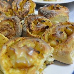 Drożdżówki z dynią i jabłkami (fot. mat. Cynamonu)