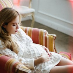 Już w pierwszym trymestrze ciąży warto rozpocząć ćwiczenia mięśni krocza (fot. foter.com)