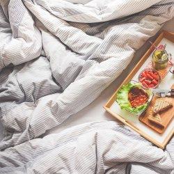 Nie ma naukowych dowodów na eliminację z diety kobiety ciężarnej popularnych alergenów m.in. truskawek, cytrusów, orzechów (fot. pixabay)