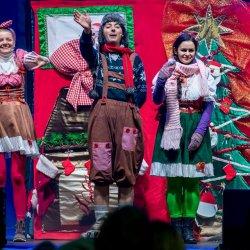 Po przedstawieniu Mikołaj wręczy dzieciom prezenty (fot. mat. organizatora)