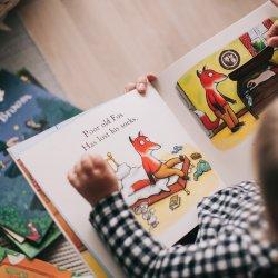 Na dobranoc dzieci usłyszą znane i lubiane bajeczki (fot. mat. pexels)