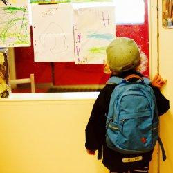 Mimo zapewnień ministerstwa niemal połowa uczniów nosi za ciężkie plecaki (fot. pixabay)