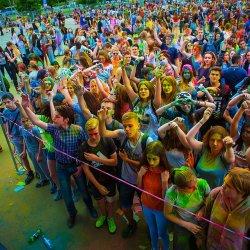 Podczas Dni Świętochłowic odbędą się koncerty, warsztaty i zabawa z kolorowymi proszkami Holi (fot. pixabay)