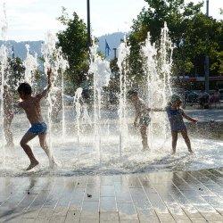 Na wielkim otwarciu wodnego placu zabaw przewidziano szereg dodatkowych atrakcji dla dzieci (fot. pixabay)