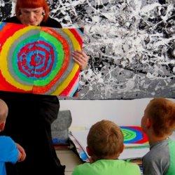 Wszystkie prace dzieci z warsztatów są wystawiane w Galerii Ściana Sztuki Dziecka w Centrum Kultury im. K. Bochenek (fot. mat. organizatora)