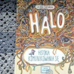 Książkę rozpoczyna historia naszych przodków, którzy po zejściu z drzewa próbowali porozumieć się ze sobą (fot. Ewelina Zielińska/SilesiaDzieci.pl)