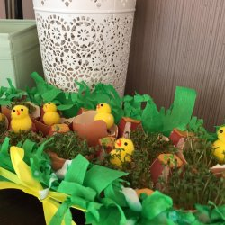Zielony stroik to świetna wiosenna dekoracja, którą można umieścić na wielkanocnym stole (fot. Ewelina Zielińska)