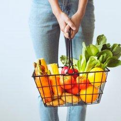 Na warsztatach uczestnicy poznają proste przepisy na pyszne potrawy (fot. mat. organizatora)