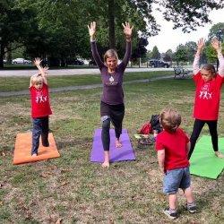 Joga pozwala dzieciom wyciszyć się, uczy cierpliwości w stosunku do siebie i innych, poprawia elastyczność ciała (fot. mat. organizatora)