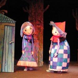 """Współczesna wersja """"Czerwonego Kapturka"""" to propozycja Teatru Dzieci Zagłębia w Będzinie (fot. mat. Teatru Dzieci Zagłębia)"""