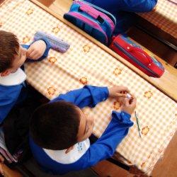 Wyprawka szkolna to wydatek rzędu 900 zł. Darmowe podręczniki znacznie odciążą budżet wielu rodzin (fot. sxc.hu)