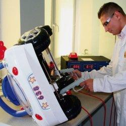 Zabawki, zanim trafią w rączki naszych pociech, są brutalnie testowane przez specjalistów (fot. Komag)