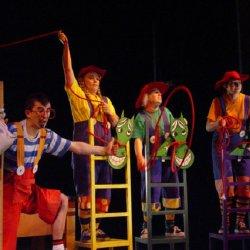 Spektakl realizowany jest w konwencji zabawy teatralnej (fot. mat. organizatora)