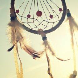 Według wierzeń niektórych plemion z Ameryki Południowej, indiańskie amulety miały chronić śpiących przed koszmarami (fot. pixabay)