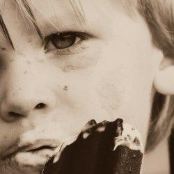 Wprowadzanie nadmiernej ilości cukru do diety dziecka może mieć fatalne skutki (fot. pixabay)