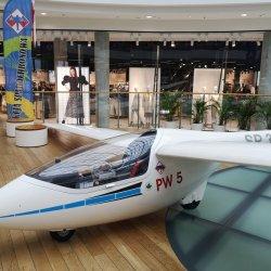 Ekspozycja to również okazja do skorzystania z symulatora lotu (fot. mat. organizatora)