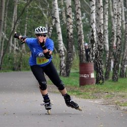 W V Dębowym Maratonie Rolkowo-Rowerowym mogą wziąć udział całe rodziny, obowiązkowo w kaskach (fot. mat. organizatora)