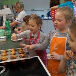 Z upieczeniem muffinek bez problemu poradzą sobie nawet dzieci (fot. materiały Cynamonu)