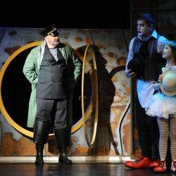 """""""Jak pingwiny arką popłynęły"""" to spektakl dla dzieci od lat 5 (fot. archiwum FB Teatru Ateneum)"""