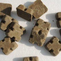 Przynęta ze szczepionką przypomina czekoladki, nie wolno jej podnościć (fot. mat. WIW Katowice)