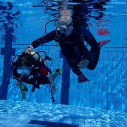 W parku wodnym Nemo, przez wakacje, można nauczyć się nurkować (fot. mat. organizatora)