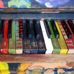 W świat muzyki, śpiewu i folkloru zabierze dzieci Ania Broda (fot. pixabay)