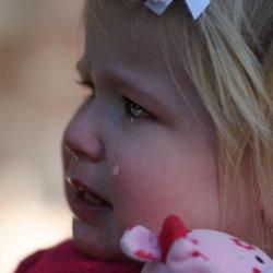 Dla dziecka napad złości też jest przykrym i niezrozumiałym przeżyciem (fot. foter.com)