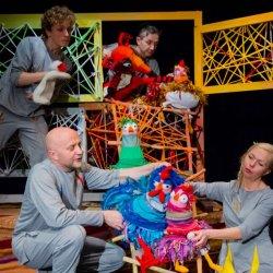 """""""Po nitce do kłębka"""" to zabawne przedstawienie zostanie wystawione na deskach Teatru Lalek Banialuka 7 stycznia (fot. mat. teatru)"""