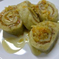 Roladki ziemniaczane to ciekawy pomysł na bezmięsny obiad (fot. mat. Cynamonu)