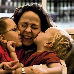 Ze świadczenia wychowawczego 500 plus mogą skorzystać rodziny, które mają minimum dwoje dzieci lub gdy ich dochód na jedną osobę nie przekrecza 800 zł (fot. foter.com)