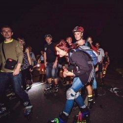 Uczestnicy Nightskatingu będą mieli okazję przejechać się na rolkach alejkami zoo (fot. materiały organizatora)