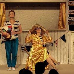 Spektakl jest nowoczesną interpretacją klasycznej baśni o złotej rybce (fot. Teatr Żelazny)