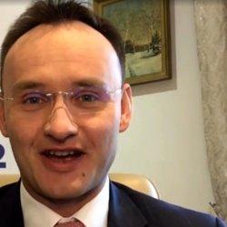 Mikołaj Pawlak zaapelował, by uczniom podnieść oceny końcowe o stopień wyżej (fot. mat. na Fb Rzecznika Praw Dziecka)