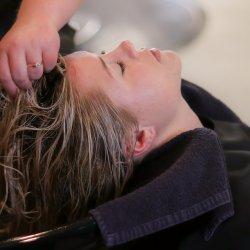 Dzięki zestawowi fryzjerskiemu dostępnemu na stronie sklep.PlacFrancuski.pl mogą spełnić się dziecięce marzenia (fot. pixabay)
