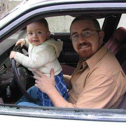 Od 15 maja 2015 r. zmieniły się przepisy dotyczące przewożenia dzieci w samochodach (fot. foter.com)