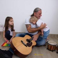 Na koncercie charytatywnym na rzecz Świetlikowa usłyszymy Sebastiana Riedla z zespołem (fot. archiwum zdjęć na Fb Fundacji)