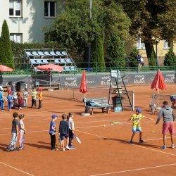 Dzieci będą mogły nauczyć się m.in gry w tenisa (fot. mat. organizatora)