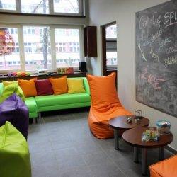 Sala relaksacyjna w Studenckiej Strefie Aktywności w rektoracie Uniwersytetu Śląskiego (fot. mat. UŚ)