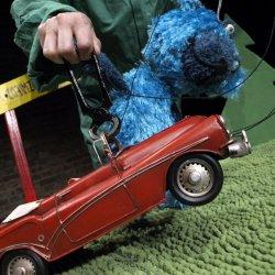 Jak poradzi sobie Tymoteusz Rymcimcim z zepsutym samochodem pani Opowiadalskiej? Dowiecie się w niedzielę (fot. materiały teatru)