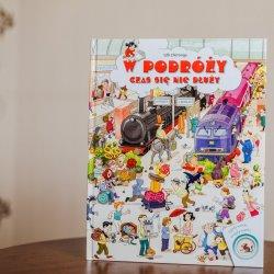 """""""W podróży czas się nie dłuży"""" to książka pełna zabawnych ilustracji i zagadek (fot. Ewelina Zielińska)"""