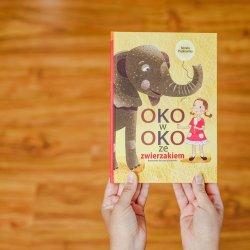 """Książka pt. """"Oko w oko ze zwierzakiem"""" jest pasjonującą lekturą dla dzieci w każdym wieku (fot. Ewelina Zielińska)"""