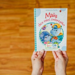 """Seria """"Świat Maksa i Zuzi"""" to małe poręczne książeczki dla najmłodszych czytelników (fot. Ewelina Zielińska)"""