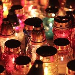 Świetną okazją do porozmawiania z dzieckiem o śmierci jest 1 listopada, kiedy zapalamy znicze na grobach naszych zmarłych