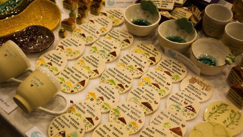 Piękne projekty z ceramiki przyciągały wzrok odwiedzających (fot. mat. FB Silesia Bazaar)