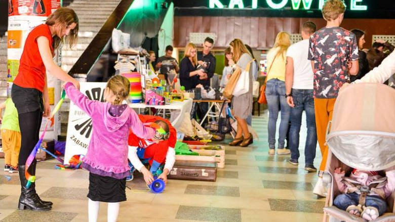Szósta edycja targów mody dziecięcej Guga Kids Design przyciągnęła wiele rodzin (fot. Zdzisława Górska-Nieć)