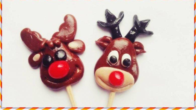 """W """"HokusPokuss"""" powstają lizaki o różnych kształtach i różnej, np. świątecznej, tematyce (fot. mat. HokusPokuss)"""